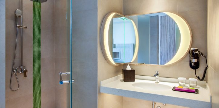 ibis-style-bandung-bathroom-family-room-2