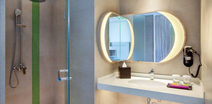 ibis-style-bandung-bathroom-family-room-2-2
