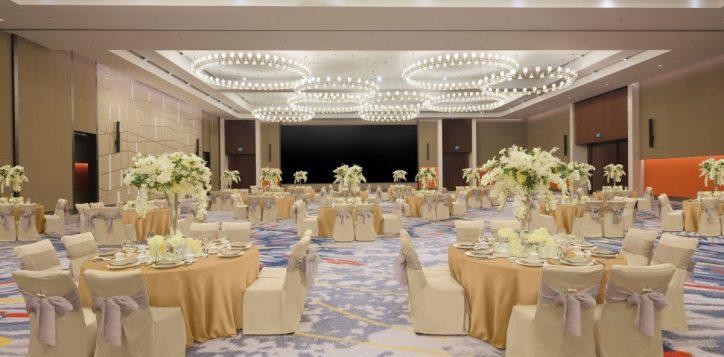 wedding-set-up-gfdd0455-gold-table-cloth-lighter-no-runner-2-2