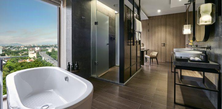 junior-suite-bathroom-2-2